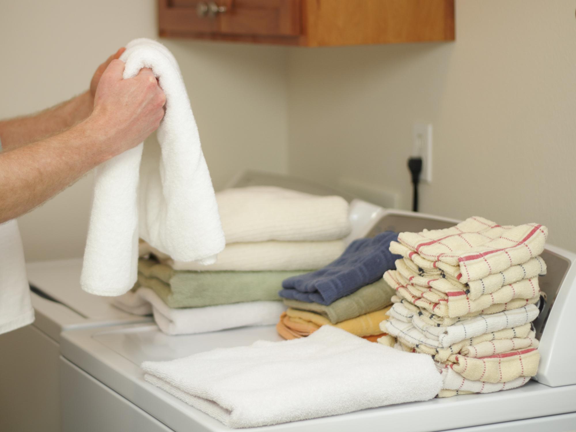 dude-folding-laundry